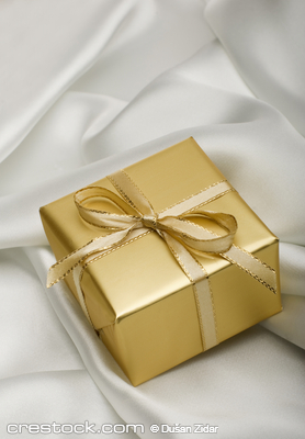 golden present with a note on silver silk close up